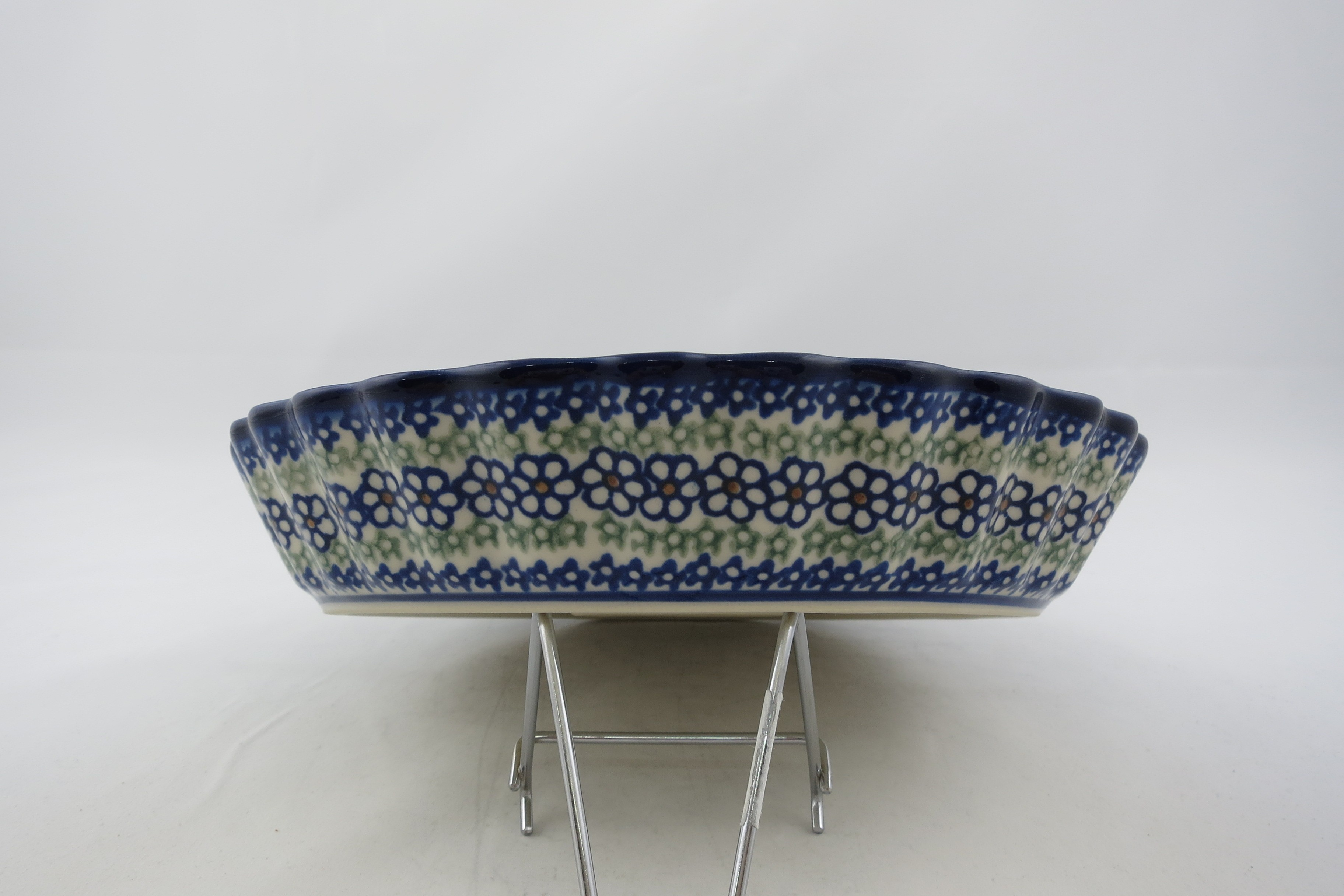 Pottery Avenue Scalloped Pie Dish | VENA-UNIKAT