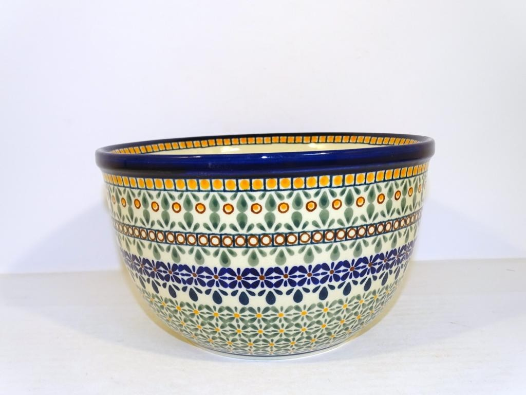 "Pottery Avenue Enchanting 8"" Stoneware Mixing Bowl (MD)"